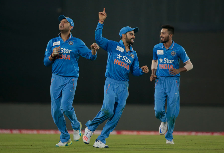 India survive Amir burst to beat Pakistan by five wickets