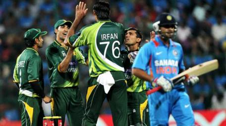 India face Pakistan in crucial Asia Cup tie